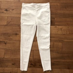 Free People Stretchy Skinny Jeans in White. Sz 31